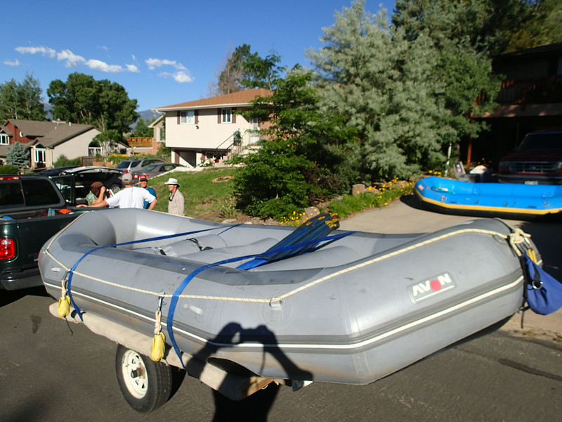 8:00 Saturday morning at David Levine's home. Brian & Kathie have arrived with their gray boat and trailer.