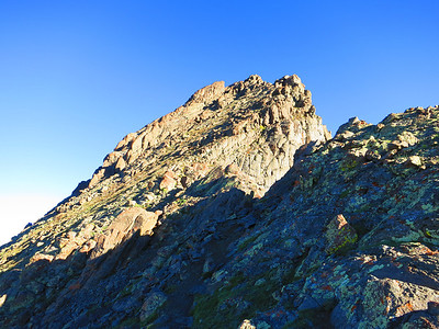 The summit block is what makes this a gnarly peak - and way fun!