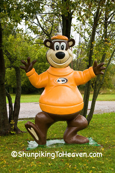 """A&W's """"Rooty"""" the Great Root Bear, Shawano County, Wisconsin"""