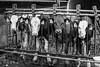 Familie Bernhard und Barbara Stettler-Lanz, «Weidacker» <br /> <br /> Bernhard und Barbara Stettler mit ihren Kindern Reto und Beat. Seit 1990 leiten Bernhard und Barbara Stettler in 2. Generation den Hof auf dem Weid-acker. In den ersten Jahren führte Bernhard den von seinem Vater Ernst 1960 käuflich erworbenen Hof in traditioneller Art weiter und betrieb Viehwirtschaft und Ackerbau. 2001 entschloss sich die junge Familie zu einem Um- und Neubau der für die Land-wirtschaft genutzten Gebäulichkeiten. Ein grosser Laufstall mit entsprechenden Ein-richtungen und einer Bühne mit flexibler Krananlage wurde gebaut. Die neuen Stallungen eigneten sich bestens für die Milchwirtschaft, die jetzt schwergewichtig betrieben wurde. 2009 gründeten Bernhard und Barbara Stettler mit der benachbarten Familie Vogt auf der Büntenmatt eine Betriebsgemeinschaft und die beiden Familien organisierten ihre Be-triebe neu. Die Milchproduktion wurde auf dem Weidacker bei Stettlers und die Aufzucht des Jungviehs auf der Büntenmatt bei Vogts konzentriert. Heute werden von den beiden Familien, die sich sämtliche Arbeiten teilen, auf dem Weidacker 40 Kühe versorgt und in dem neu erbauten Melkstand gemolken. Neben der Viehwirtschaft wird in der Betriebs-gemeinschaft für den Eigenbedarf auch Ackerbau betrieben. Angebaut wird Mais, Gerste, Triticale und Futterweizen. Eine Obstanlage mit Kirsch-, Äpfel- und Zwetschgenbäumen ergänzen den Hof. Neben dem Haushalt erledigt Barbara die Büroarbeiten mit der Protokollierung der für die verschiedenen Bereiche und Labels notwendigen Kontrolle und Einträge. Die Nachfolge auf dem Hof ist geplant. Sohn Reto, gelernter Landwirt und kurz vor Abschluss der Betriebsleiterschule, wird den Betrieb weiterführen © Patrick Lüthy/IMAGOpress.com / Text: Max Misteli
