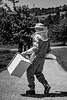 Familie Benedikt und Silvia Eggenschwiler, Kleinrütti<br /> <br /> Benedikt und Silvia Eggenschwiler mit ihren Kindern Sabrina, David und Marco. Seit 1989 führen Benedikt und Silvia Eggenschwiler den eigenen Hof in 3. Generation. Sie betreiben einen für diese Region typischen Mischbetrieb mit 3/4 Milchwirtschaft und 1/4 Ackerbau. 30 Kühe, Rinder und Kälber gilt es täglich zu versorgen. Daneben übernimmt Benedikt für benachbarte Bauern das Ausbringen von Pflanzenschutzmitteln und im Winter für die Gemeinde die Schneeräumung. Ein stattlicher Obstbaumbestand gehört ebenso zum Hof wie ein Bienenhaus mit einem Dutzend Bienenvölker. Diese werden vom jüngsten Sohn Marco gehegt und gepflegt, während David, angelernt von seinem Vater, das Schneiden der Bäume übernimmt. «Alle Hände» braucht es, wenn es gilt, die Kirschen zu pflücken. Nicht nur hier können Benedikt und Silvia auch auf die Unterstützung ihrer Tochter Sabrina zählen, die in Matzendorf als Lehrerin tätig ist. Neben der Büroarbeit für den eigenen Betrieb, welche mit den Anforderungen bezüglich Tierhaltung, naturnaher Produktion und der davon mitbestimmten Direktzahlungen, zugenommen hat, arbeitet Silvia 20% Teilzeit in einem Treuhandbüro. Die grosse Leidenschaft und Begabung der Familie Eggenschwiler ist die Musik, ganz besonders die Blasmusik © Patrick Lüthy/IMAGOpress.com / Text : Max Misteli