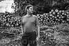Familie Daniel und Eveline Scheuner- Studer, Fluhmatt<br /> <br /> Daniel und Eveline Scheuner mit ihren Kindern Jan und Joel und den Eltern Elisabeth und Martin Studer. Daniel und Eveline Scheuner führen in 3. Genration einen land- und forstwirtschaftlichen Mischbetrieb. Neben der Landwirtschaft arbeitet Daniel als selbständiger Forstunternehmer im hinteren Thal. Mit seinen modernsten Maschinen betreibt er eine vollmechanisierte Holzerei mit Fällen, Schleifen und Lagern der Bäume. Mit seinem Schwiegervater Martin hat er einen erfahrenen Fahrer aller Holzereimaschinen zur Seite. Haupttätigkeit ist aber weiterhin die Landwirtschaft. Auf den 38 ha umfassenden Gras- und Weideflächen seiner beiden eigenen Höfe auf der Fluhmatt und im Seehof betreibt er seit 2009 Mutterkuhhaltung. Die 20 Kühe auf dem Seehof werden ergänzt durch Jungvieh und Kälbermast und während des Sommer, mit einem Dutzend Sömmerungstieren. Beachtliche 50 ha Wald gehören ebenso zu seinen Höfen. Neben den Arbeiten in Haus und Hof arbeitet Eveline zu 40% in der Gastronomie © Patrick Lüthy IMAGOpress.com / Text: Max Misteli