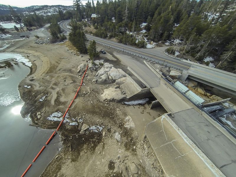 """Drought conditions at Silver Lake, California <a href=""""http://ireport.cnn.com/docs/DOC-1079175///"""" target=""""_blank""""> Jan. 28, 2014 report on Drought in the Sierra Crest on CNN.</a>"""