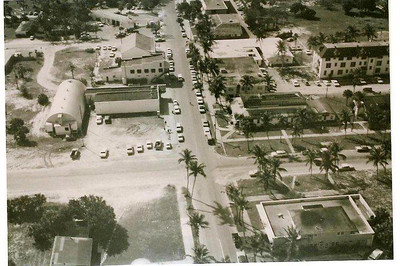 Intersection of 3rd Street South and Broad Avenue South, Old Naples.