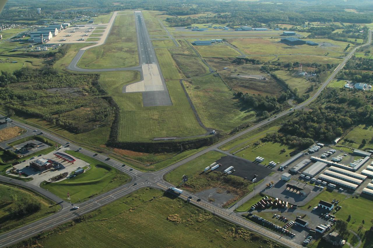 KMRB runway 08 approach