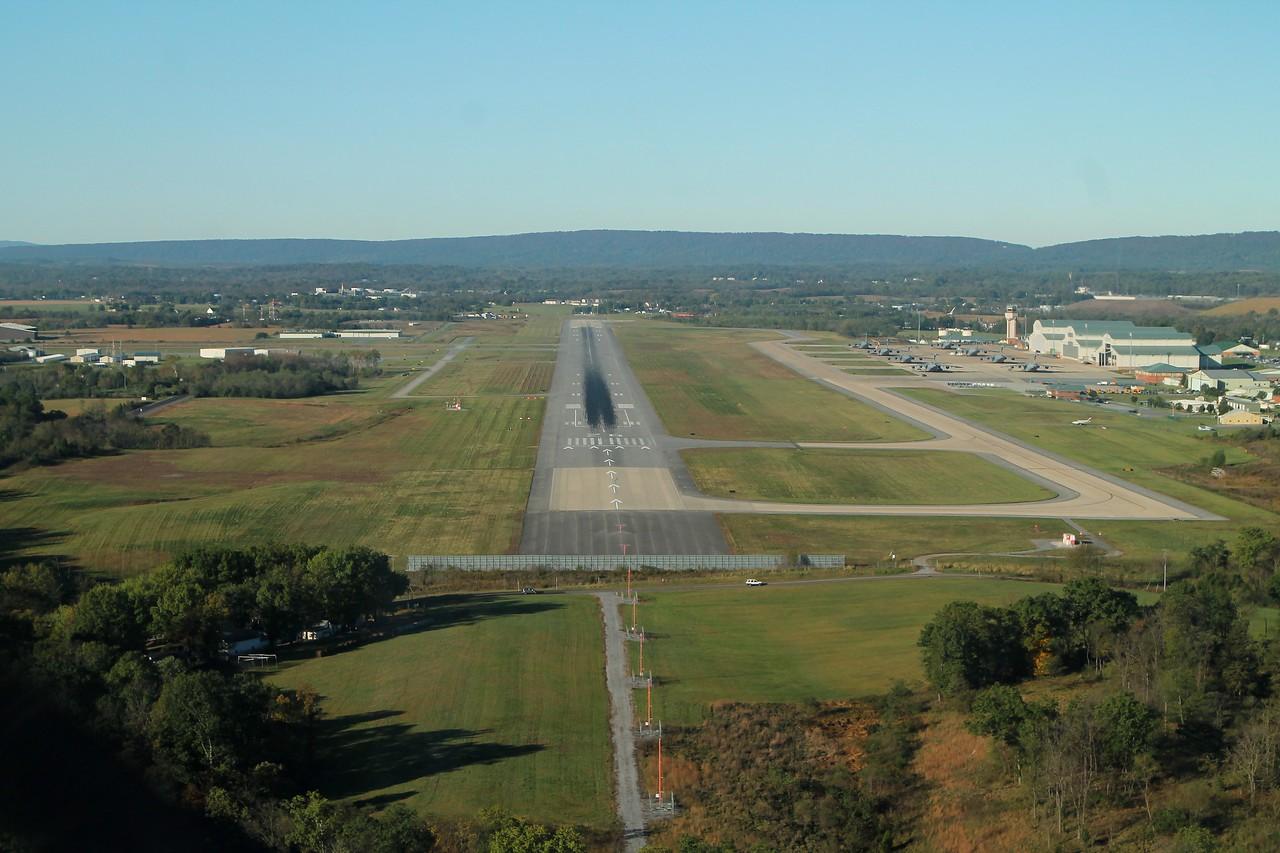KMRB runway 26 approach
