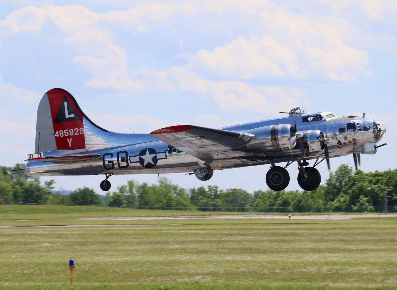 Aircraft; Yankee Air Museum B-17G [N3193G] 44-85829
