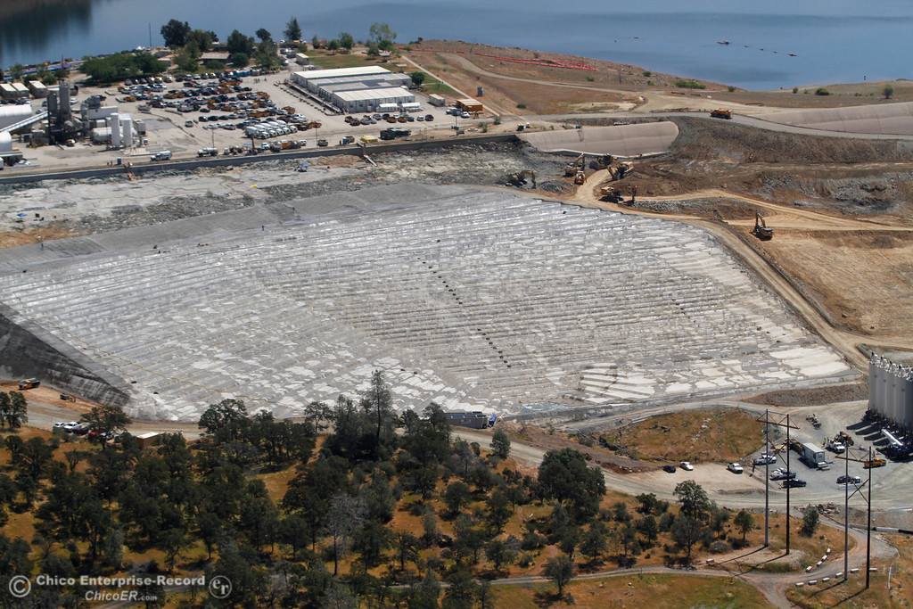 . Lake Oroville, Spillway Launch Ramp parking lot, emergency spillway and splash pad. An aerial view of the Oroville Dam and spillway from the Butte County Sheriff\'s Office helicopter Friday, May 17, 2018, in Oroville, California. (Dan Reidel -- Enterprise-Record)