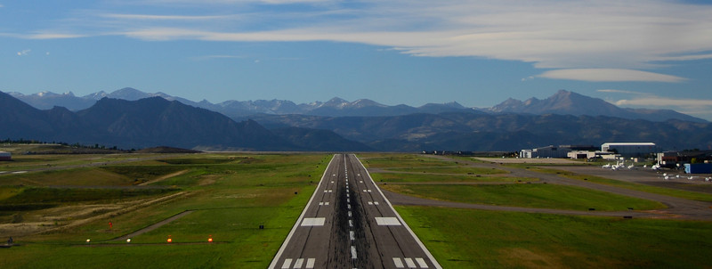 on approach for Rocky Mountain Metropolitan Airport KBJC Jeffco