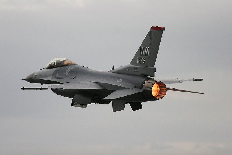 F-16 Afterburner take off. Gear doors not yet fully shut..