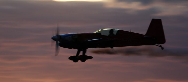 "Tom Moon's Extra 300s performed an impromptu display for the ""Sydney Weekender"" cameras on the Friday evening."