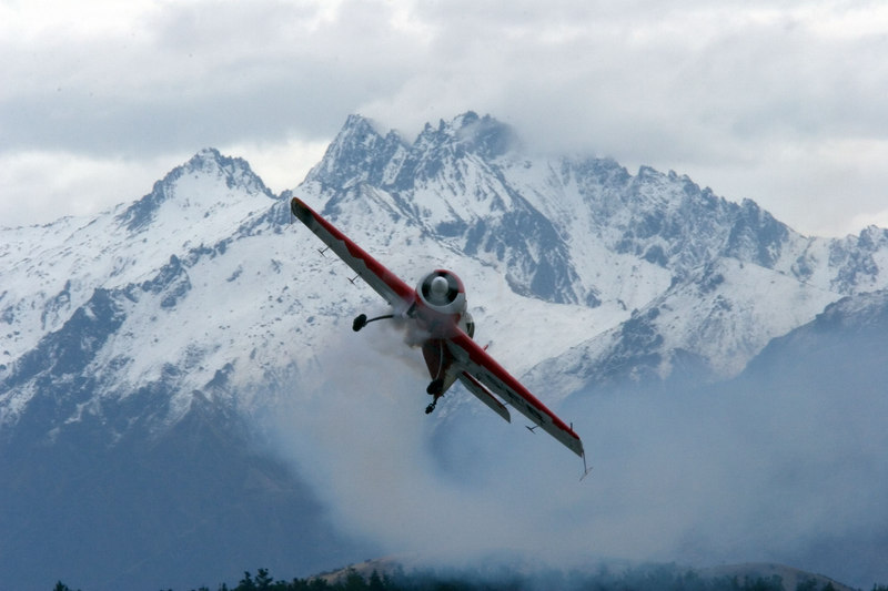 Jurgis Kairys' Sukhoi Su-26 against the Harris Mountains north of Wanaka. This image appears in issue 11 of Aero Australia.