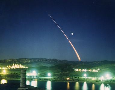 Boeing Delta II launches Iridium MS-2 from Vandenberg AFB. CA. 07-09-1997