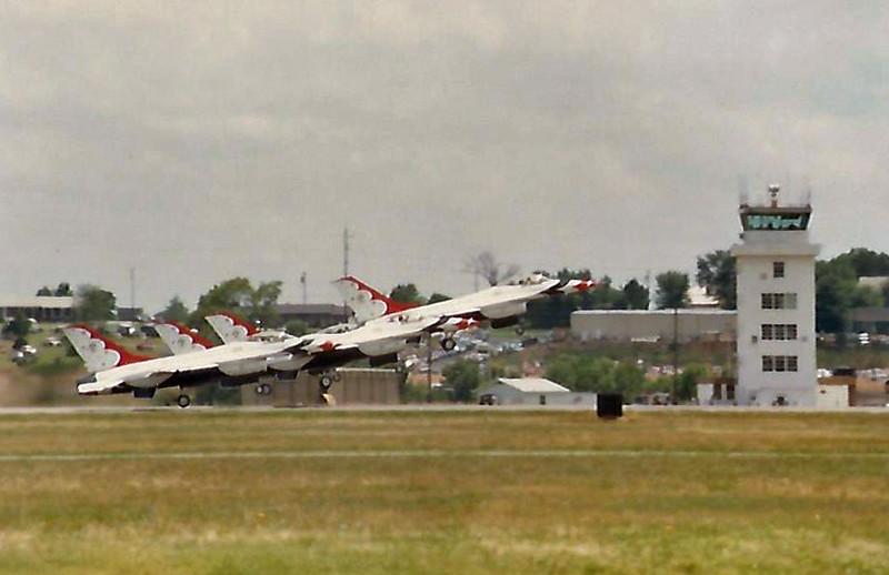 Date:  unknown - Location:  KFSM<br /> Dep/Arv/Enr:  Dep - RW/Taxi/Ramp:  n/a<br /> Manufacturer:  General Dynamics<br /> Model:  F-16A - Ser/BuNo:  various<br /> Unit:  USAF Flight Demonstration Team, Thunderbirds <br /> Misc: