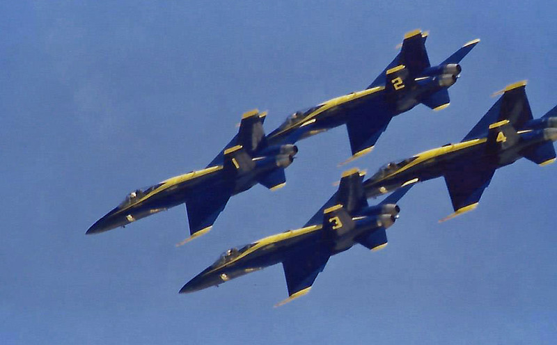 Date:  unknown - Location:  KWRI<br /> Dep/Arv/Enr:  Enr - RW/Taxi/Ramp:  n/a<br /> Manufacturer:  McDonnell Douglas <br /> Model:  FA-18A  - Ser/BuNo:  unknown<br /> Unit:  US Navy Flight Demonstration Team, Blue Angels<br /> Misc: