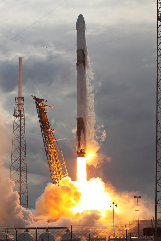 IMAGE: https://photos.smugmug.com/Aerospace/Rockets/CRS-14/i-JcZcCKR/0/df022753/XL/2018_04_02_15_31_18_50D_4314-XL.jpg