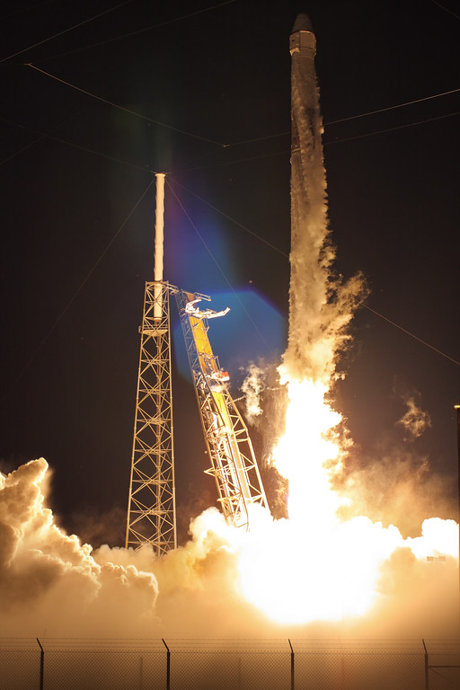 IMAGE: https://photos.smugmug.com/Aerospace/Rockets/CRS-15/i-rbgdcTk/0/8c3042f2/XL/2018_06_29_05_42_41_40D_3011-XL.jpg