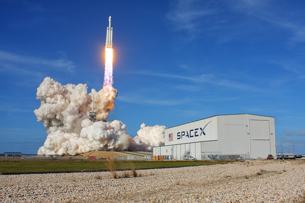 IMAGE: https://photos.smugmug.com/Aerospace/Rockets/Falcon-Heavy-Demo/i-jrKFJDx/0/be22a76a/XL/2018_02_06_15_45_14_40D_2632-XL.jpg