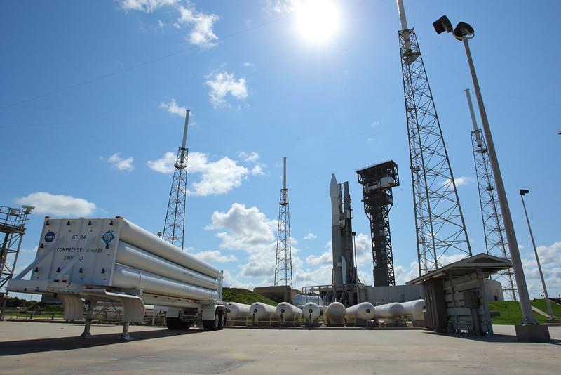 IMAGE: https://photos.smugmug.com/Aerospace/Rockets/OSIRIS-REx/i-XVVNNBN/0/L/2016_09_07_15_57_14_1D3_8627-L.jpg
