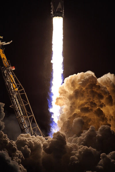 IMAGE: https://photos.smugmug.com/Aerospace/Rockets/Zuma/i-KVk2c5z/0/b64cf287/L/2018_01_07_20_57_52_40D_2642-L.jpg