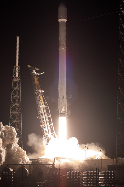 IMAGE: https://photos.smugmug.com/Aerospace/Rockets/Zuma/i-npBRMgH/0/ba6a2e1f/L/2018_01_07_20_00_31_50D_4195-L.jpg