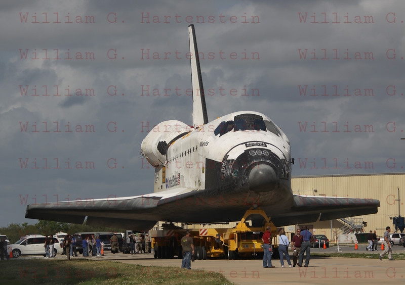 STS-132 Atlantis rolls over to VAB from OPF #1