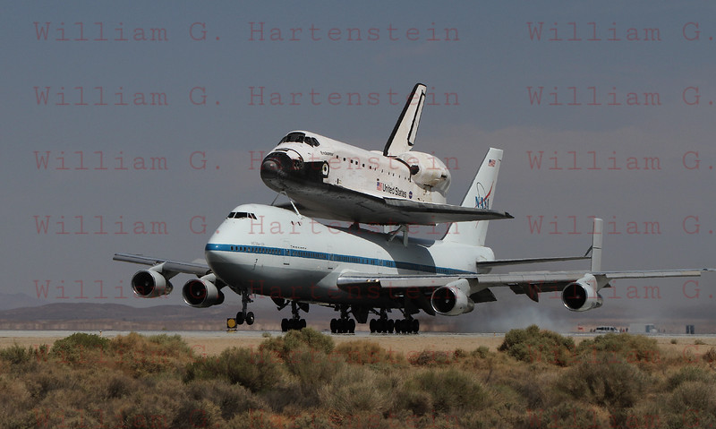 Endeavour/NASA905 touchdown on Edwards Runway 22 at 12:51pm PDT Sept. 20, 2012