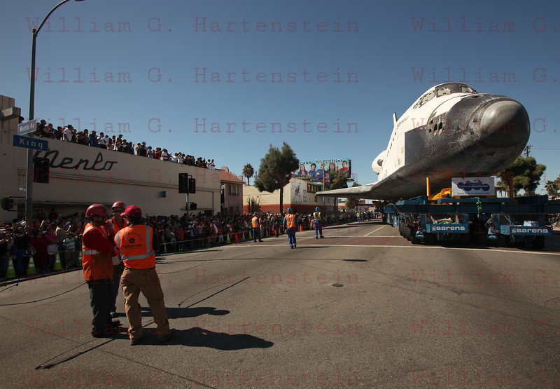 OV-105 Endeavour approaches her final turn to the CSC. Oct. 14, 2012