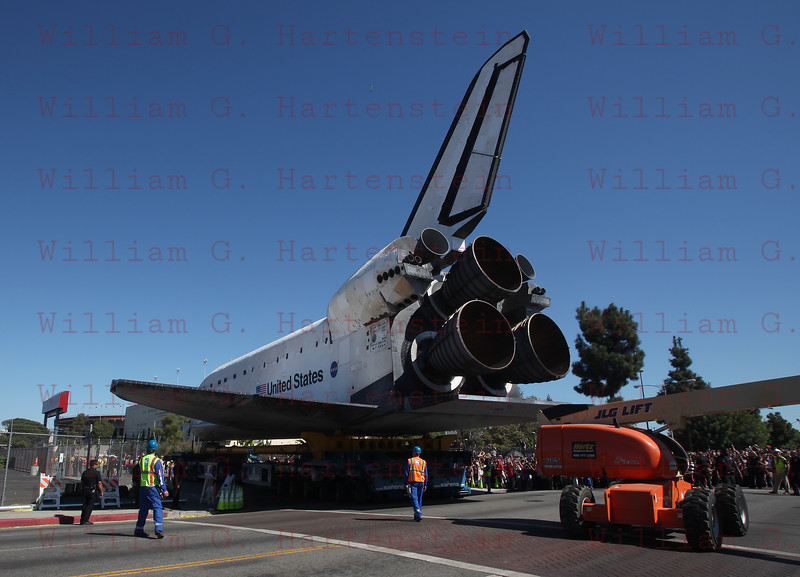 OV-105 Endeavour on Bill Robertson Lane and on her final to the CSC. Oct. 14, 2012