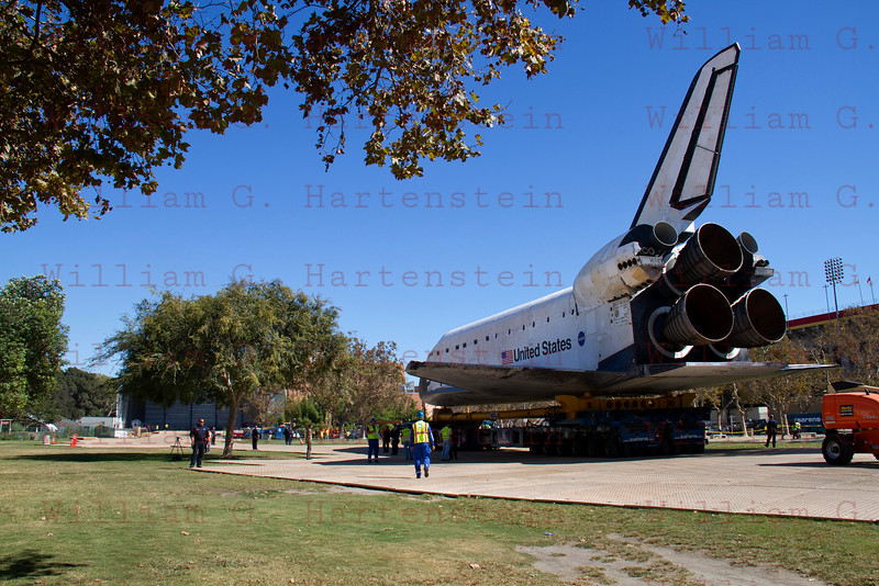 OV-105 Endeavour makes her way the last 50 yards to the hanger at the California Science Center. Oct. 14, 2012