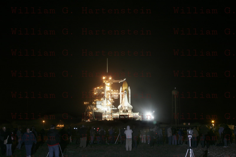 Hundreds of News Media gather for STS-133 Discovery's last RSS Rollback Feb. 23, 2011