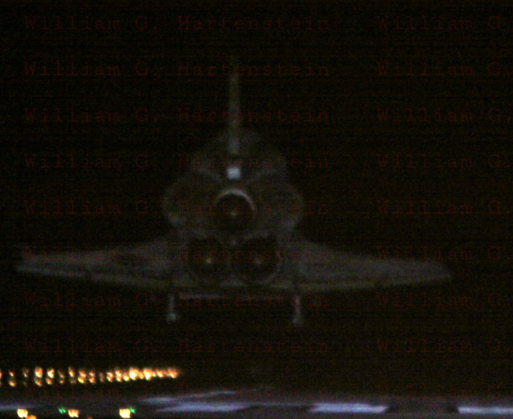 STS-134 Endeavour lands on rwy 15 KSC June 1, 2011