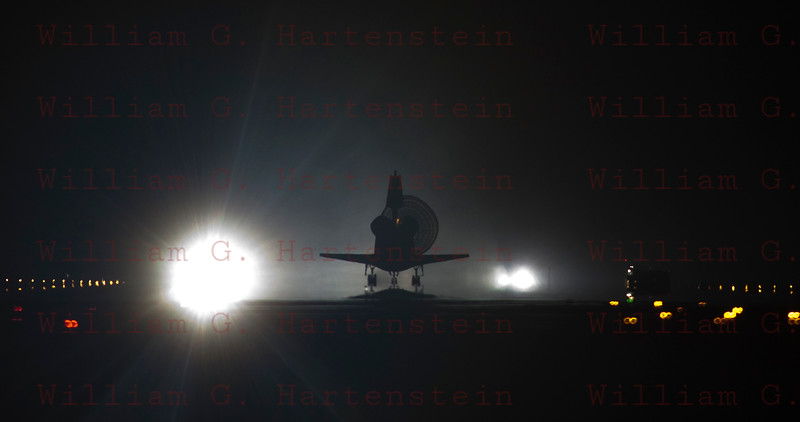 STS-134 Endeavour lands for the last time on KSC rwy 15, June 1, 2011