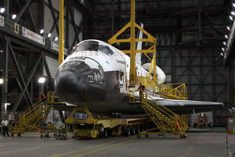 STS-134 Endeavour prepares for lift in VAB  Feb. 28, 2011