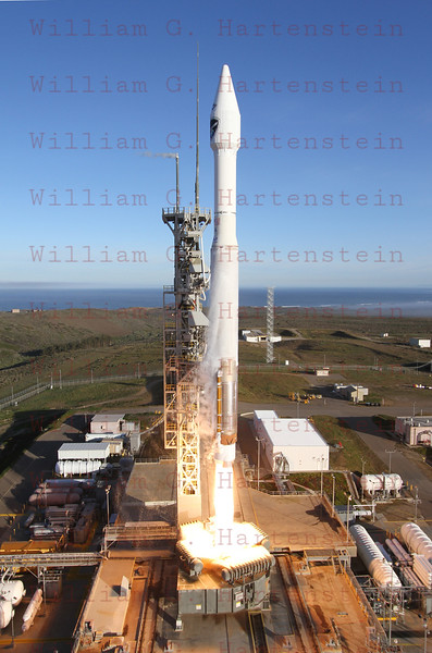 ULA Atlas 5 DMSP F-19 launches from Vandenberg AFB. April 3, 201