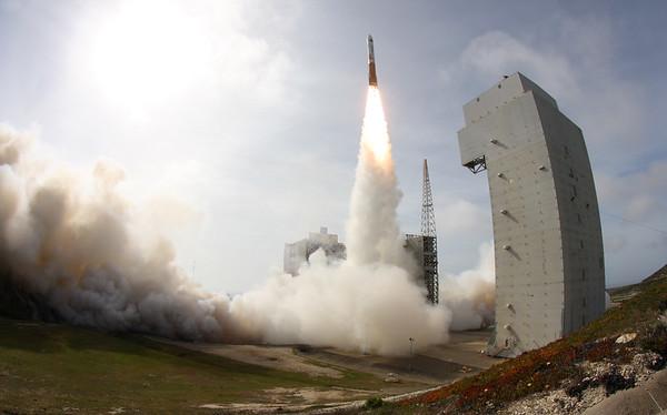 Delta IV NROL-25 Launches April 3, 2012