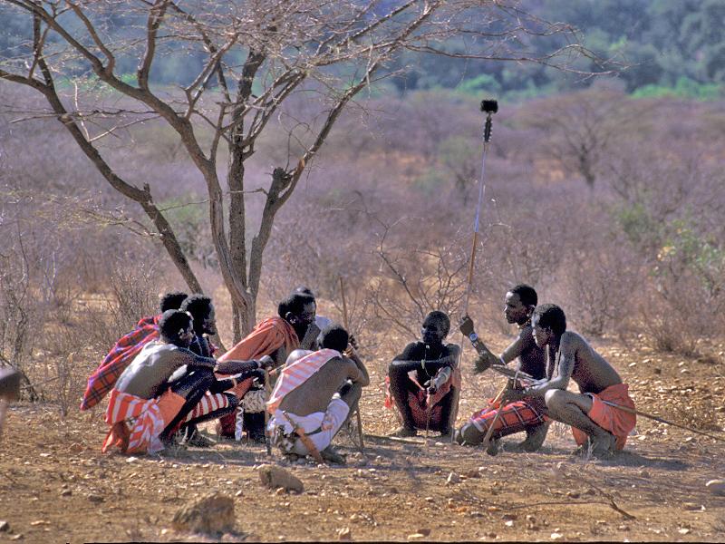 קניה סמבורו  אסיפת גברים.jpg