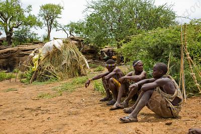 Hadza people Tanzania - שבט ההאדזבה טנזניה