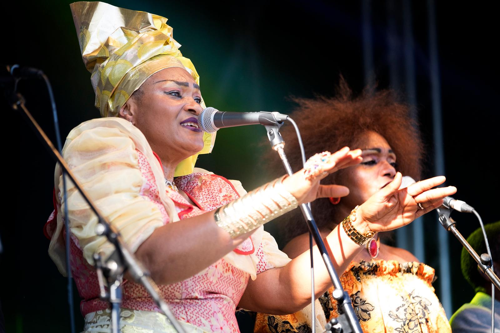 Dizzy Mandjecu & Oemba OK Allstars