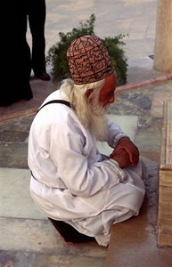 Sufi priest praying at the tomb of Hafez, one of the great Persian poets, in Shiraz