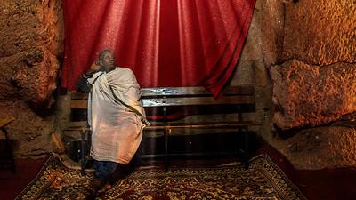 Prister in der Felsenkirche Biete Qeddus Mercoreus, Lalibela