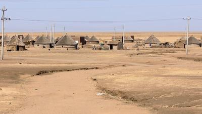 Elektrifiziertes Dorf in der Halbwüste