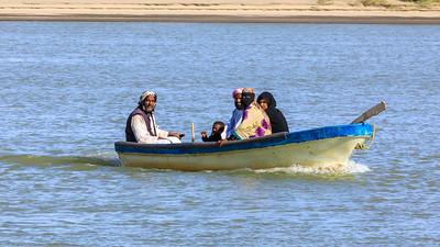 Familie im Boot auf dem Nil, Karima, Sudan