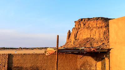 Blick von der Unterkunft in Karima auf den Jebel Barkal und die Felsnadel