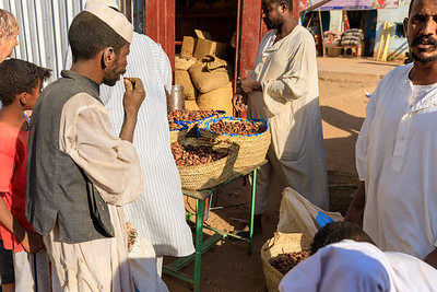 Dattelverkostung in Karima, Sudan