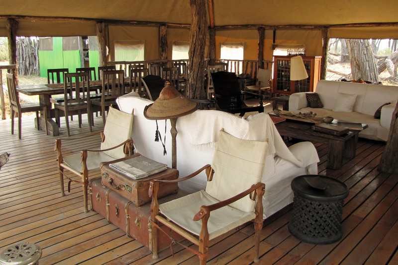 Somalisa Camp lounge and dining area