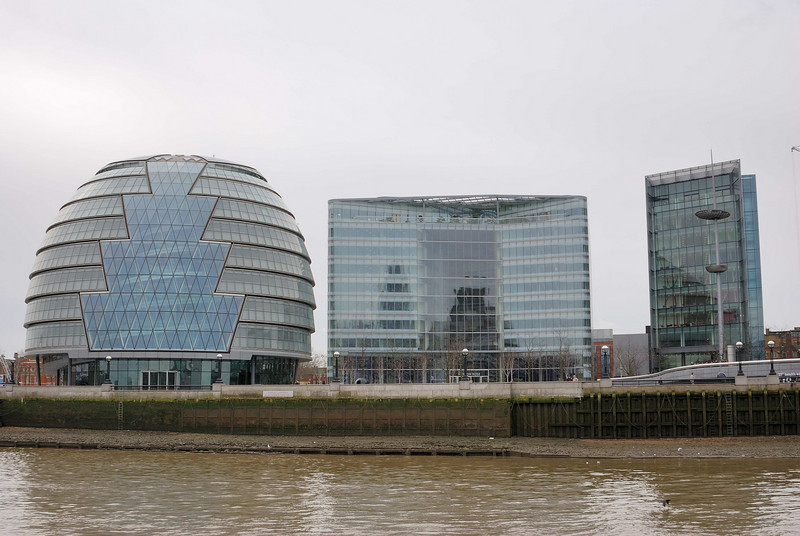City Hall is home to the Mayor of London, the London Assembly and the GLA, who in July 2002 became tenants of this striking rounded glass building on the south bank of the Thames near Tower Bridge