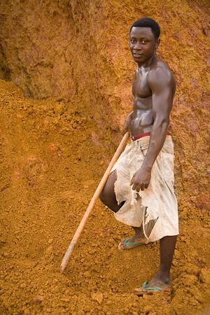 ARKIV 062803 -The making of liberian bricks. Monrovia, Liberia Foto: Christopher Herwig - Kod 9266