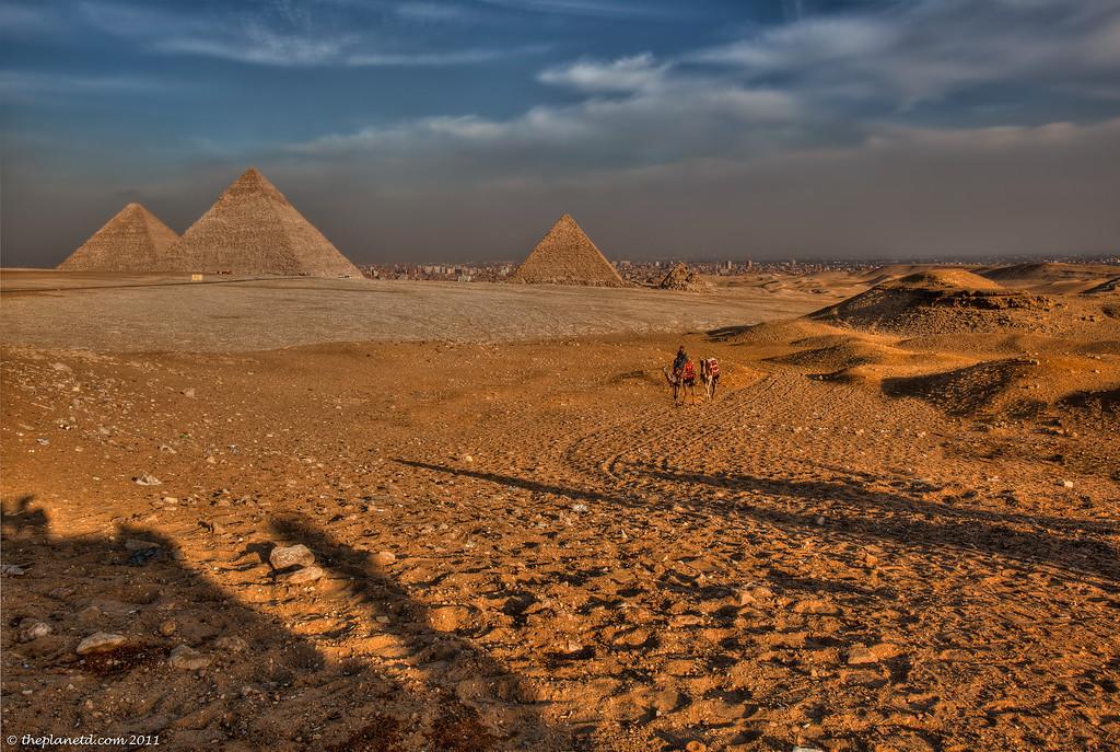pyramids of Gize bond film locations