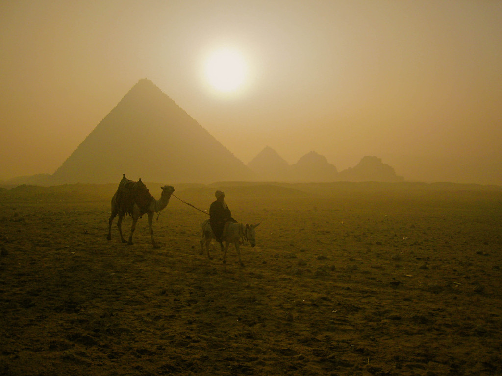 arrogant travel snobs pyramids of giza